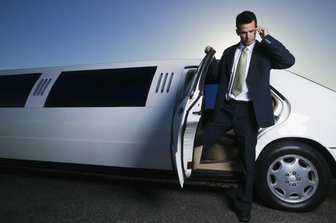 Reasons To Pre-Book Your Corporate Limo Service